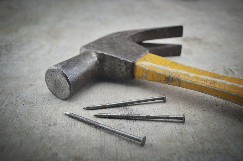 Nicht nur ein Hammer und ein Nagel, sondern auch ein Beispiel für die Wahrnehmungspsychologie